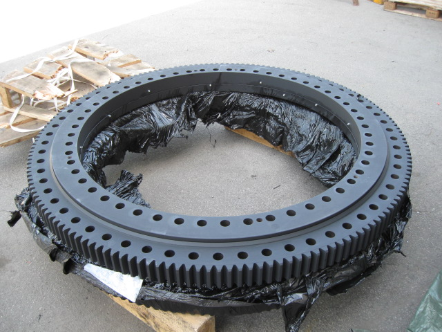 Slewing ring overhauling